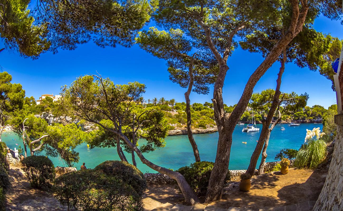 Der belebte Strand von Cala Ferrera,Cala Ferrera, Mallorca, Majorca, Balearen, Spanien