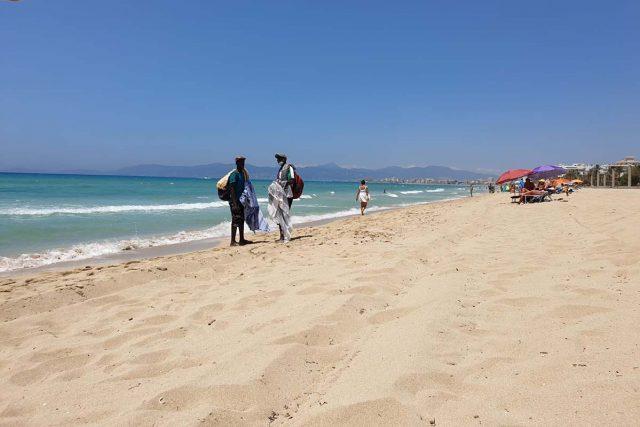 Illegale Straßenhändler an der Playa de Palma