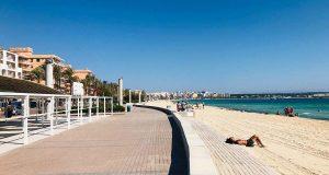 Keine Strandliegen an der Playa de Palma